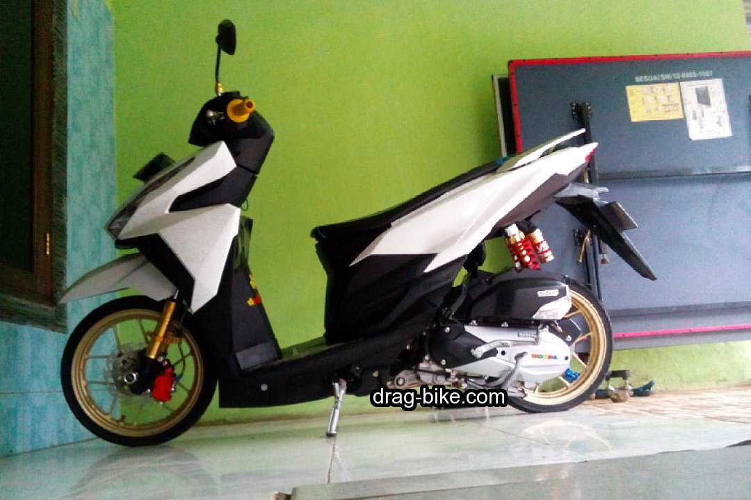 Modifikasi Honda Vario 150 Ring 14 Putih